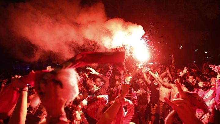 Tirón de orejas de los políticos a los atléticos... tras las felicitaciones el año pasado a los madridistas