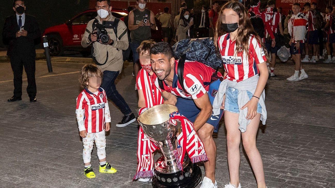 Luis Suárez con sus hijos