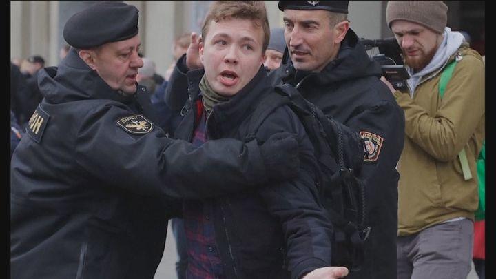Bielorrusia afronta duras sanciones tras el desvío de un vuelo comercial para detener a un periodista