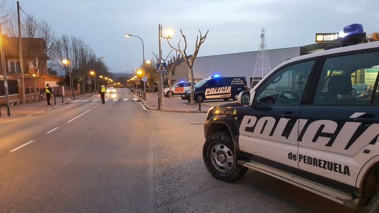 Operativo de la Policía de Pedrezuela en el casco urbano