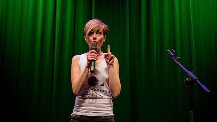 Sara Escudero, risas aseguradas en el Teatro Alfil con 'Tiempo al tiempo'