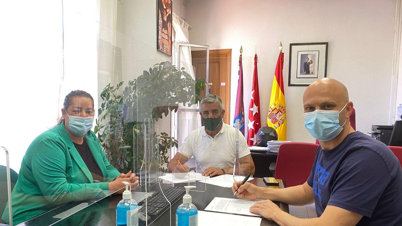 Firma del convenio entre Campo Real y SuresTEA
