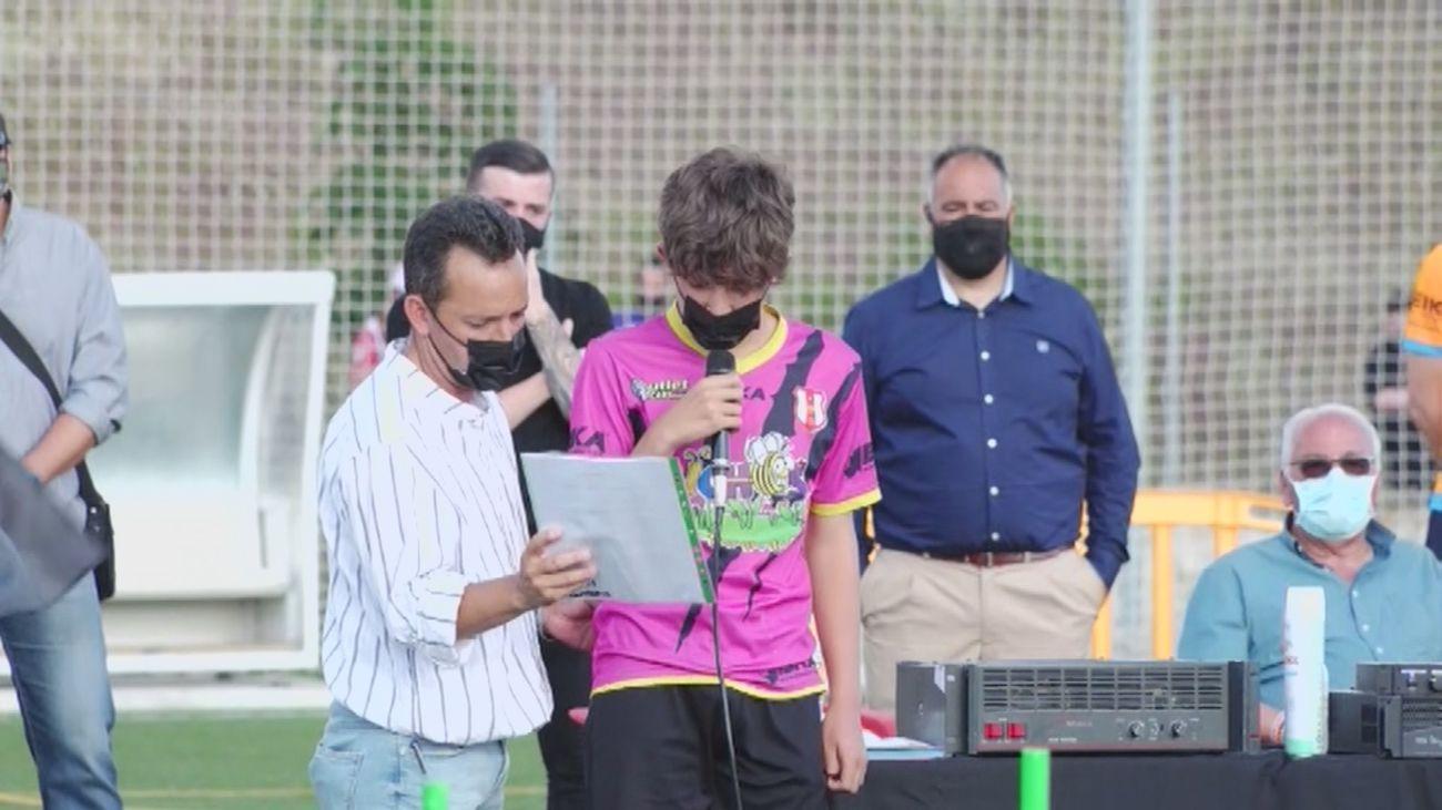 El emotivo homenaje del Fairplay Parla a Saúl, el niño fallecido el sábado en la celebración del Atlético