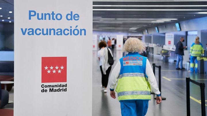 El Wanda deja de vacunar en Madrid y da el relevo a la Caja Mágica