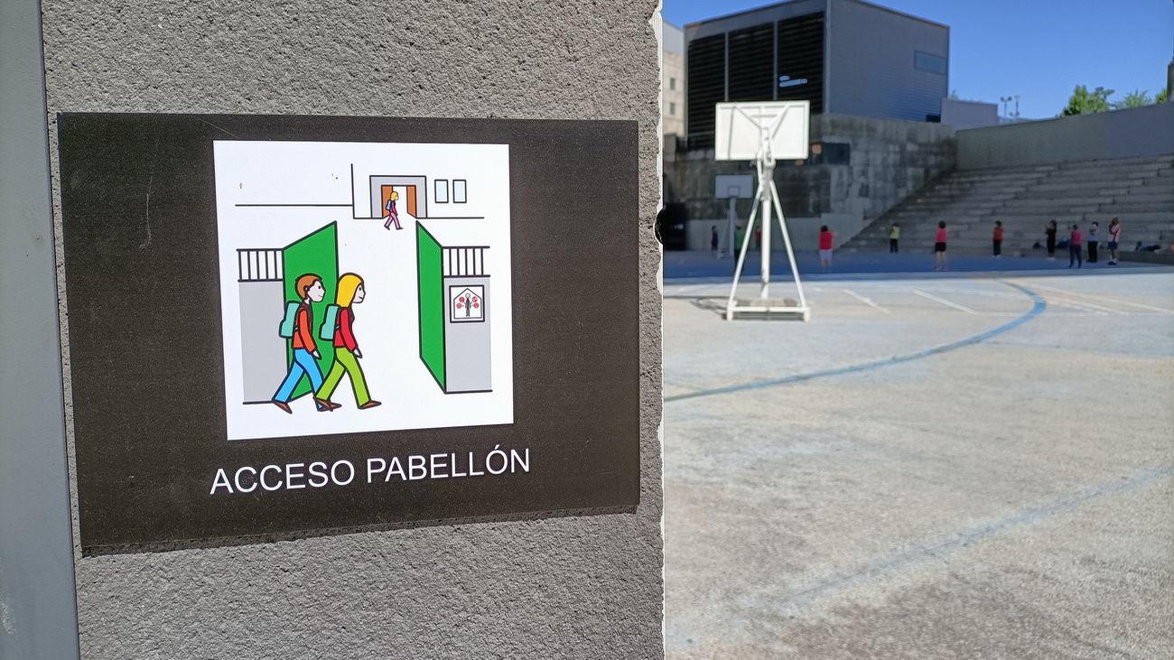 Pictograma colocado en uno de los accesos a los pabellones de Getafe