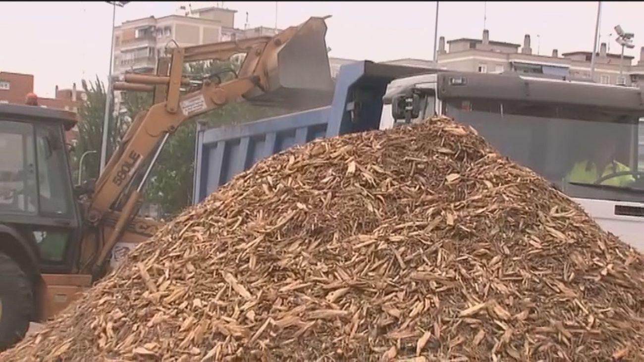Móstoles retira montañas de serrín tras la denuncia de los vecinos en Telemadrid