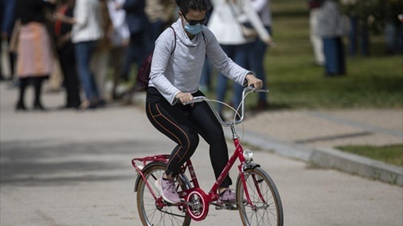 Se acabó aparcar la moto y la bici en la acera de las calles de Madrid