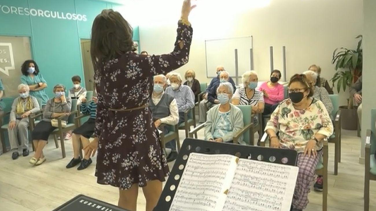 Rosa, la enfermera de Aluche que canta ópera debajo de un puente
