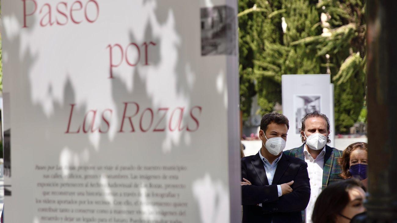 La Plaza de España de Las Rozas acoge una exposición  con fotografías del pasado de las calles del municipio
