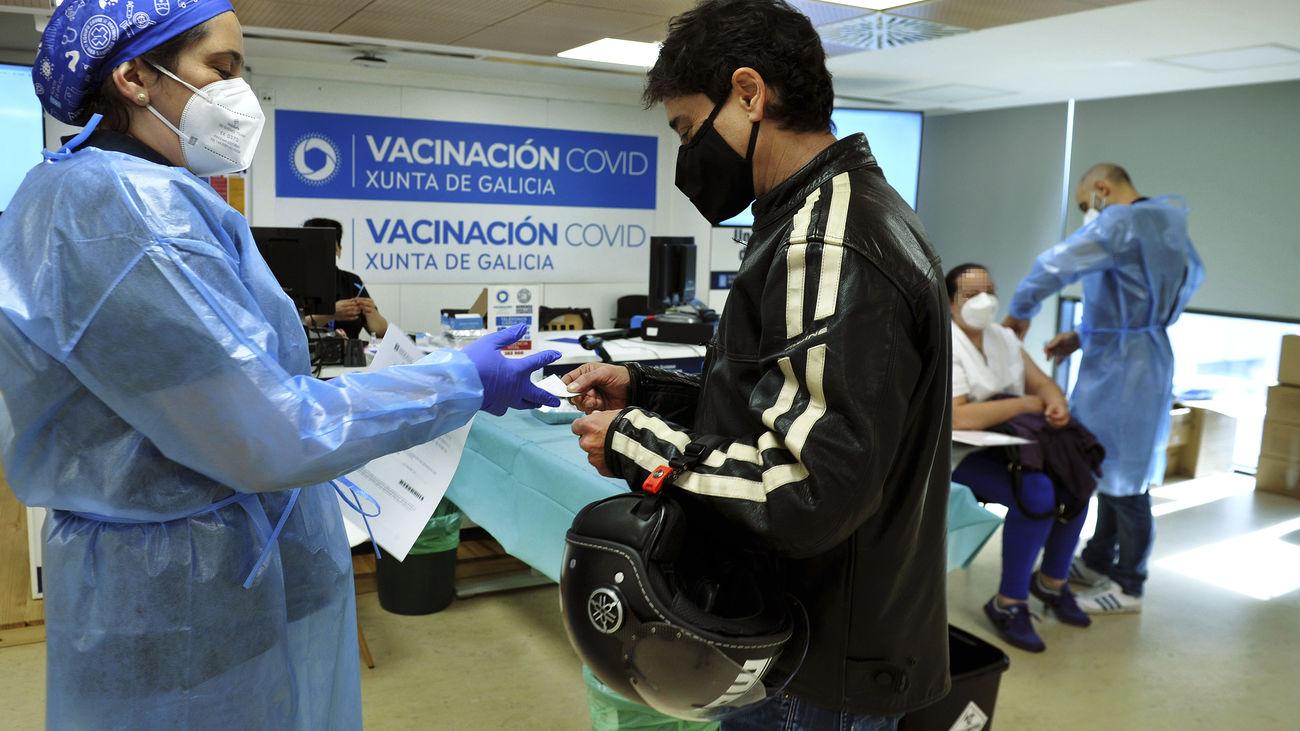 Madrid y Galicia siguen apostando por poner AstraZeneca a los vacunados con la primera dosis