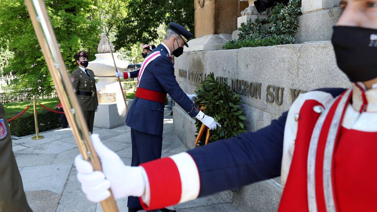 Los Reyes presiden en Madrid un Día de las Fuerzas Armadas, con un emotivo homenaje a los caídos