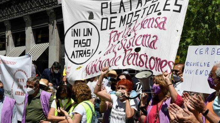 Un millar de personas protestan en Madrid contra los recortes de las pensiones