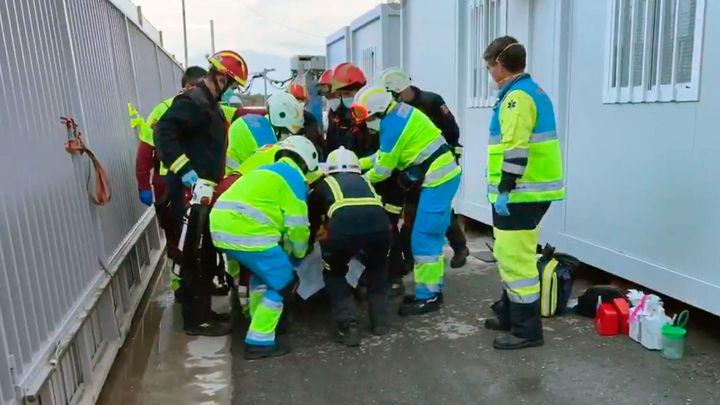 Un trabajador muy grave tras caerle encima una puerta de 400 kg en Loeches