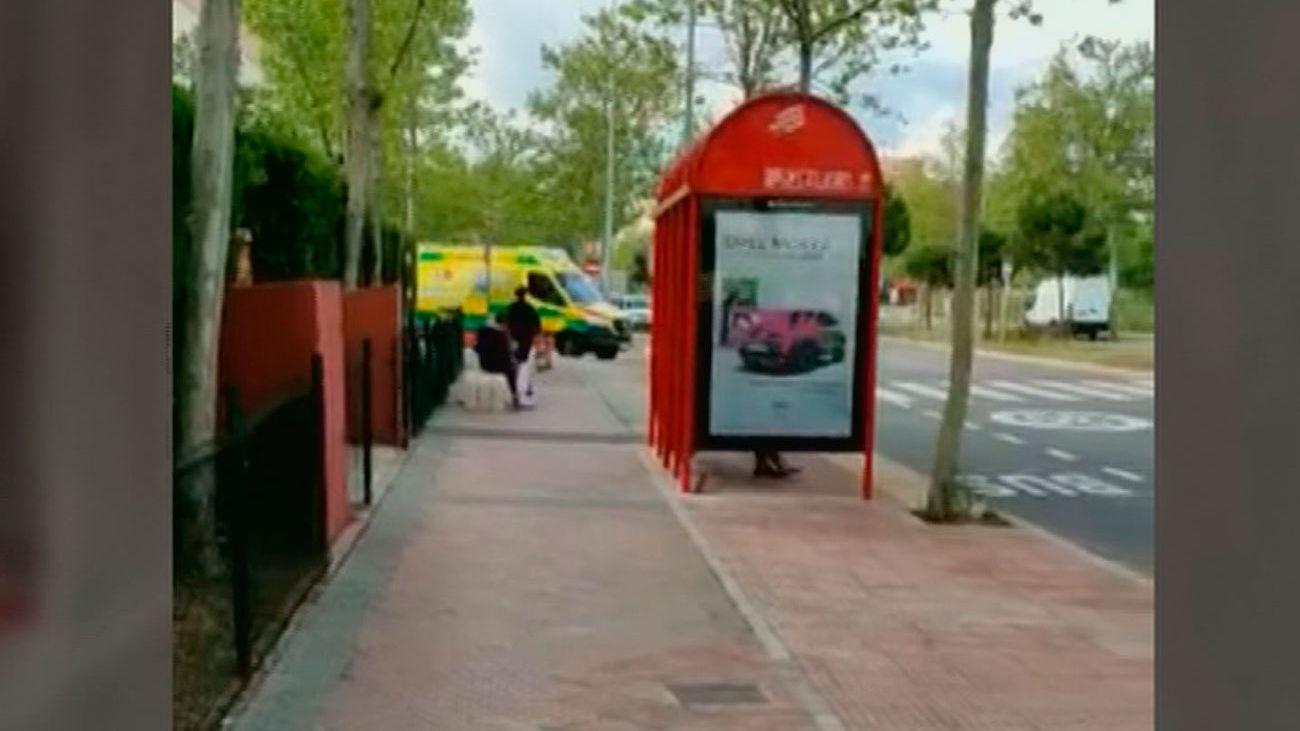 Queja vecinal por una parada de autobús a las puertas de sus casas en Alcalá de Henares
