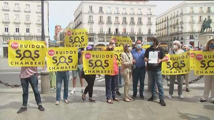 """Vecinos de Chamberí protestan en Sol por el """"desmadre"""" de sus calles"""
