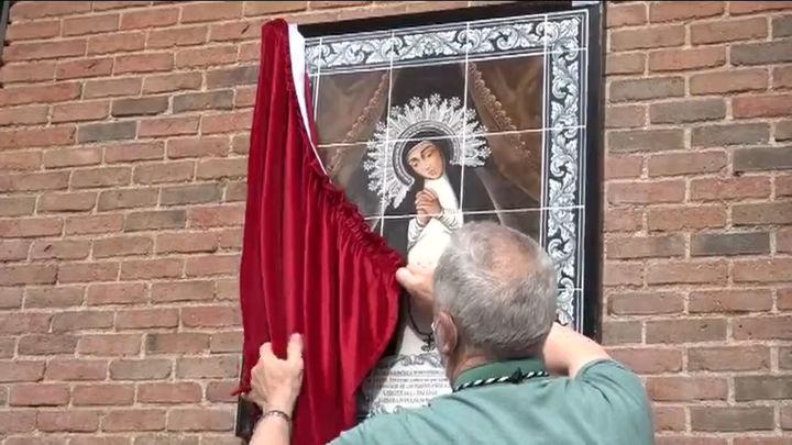 Se inaugura el mosaico de la Virgen de La Paloma: En la fachada y con azulejos artesanales