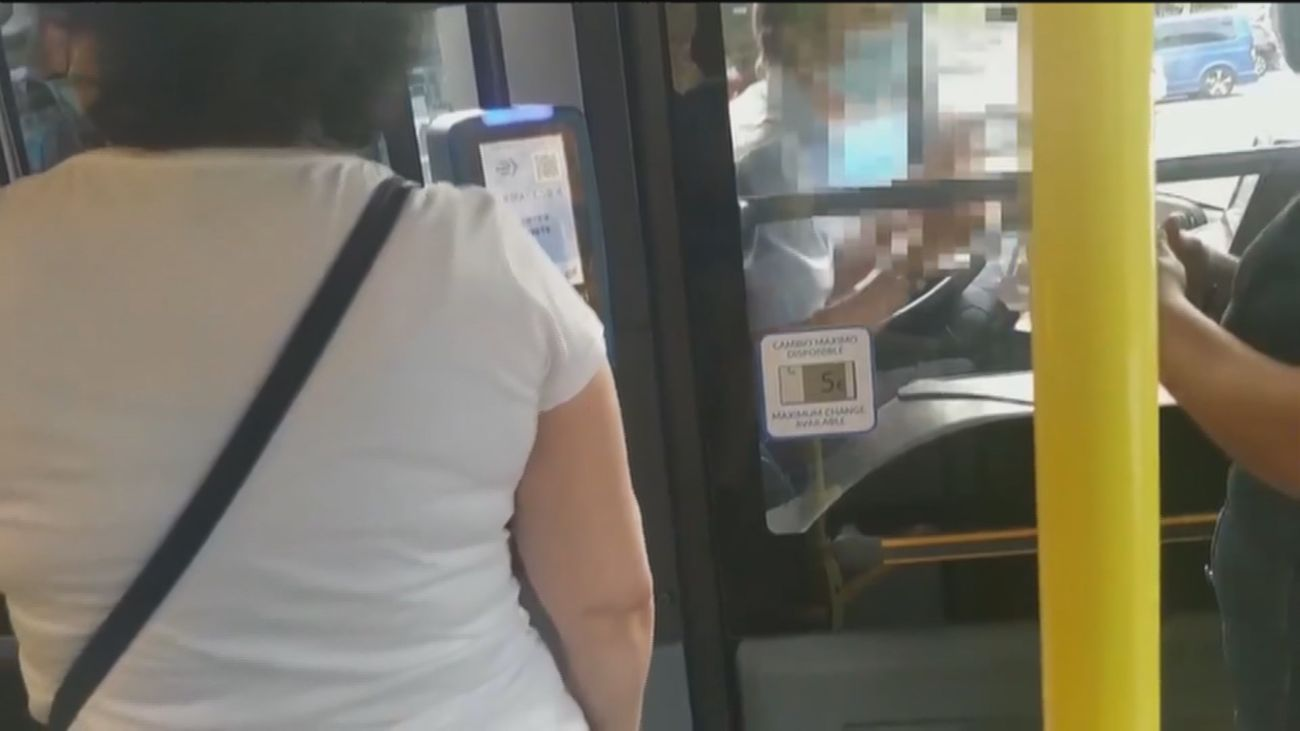 Bronca en un autobús de la EMT en Entrevías por el uso de la mascarilla