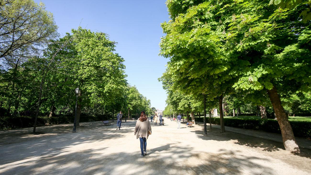 Madrid pasa de alerta roja a amarilla por las tormentas y reabre los grandes parques