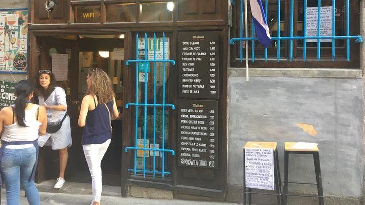 Guerra entre restaurantes por las terrazas en la calle Huertas