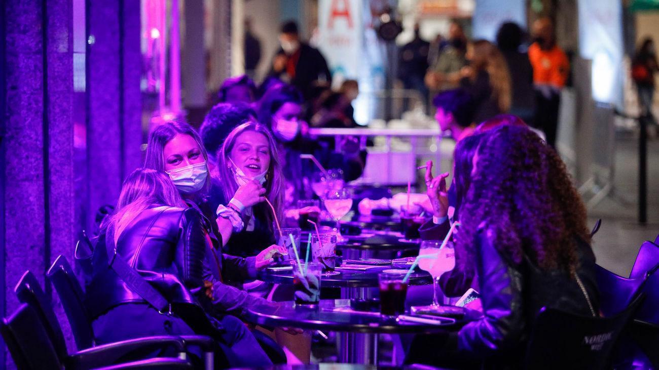 Las normas de Sanidad para la 'nueva normalidad': Discotecas hasta las 3, reabren las barras y prohibición de fumar en la calle