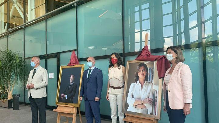 La Asamblea de Madrid ya luce dos retratos nuevos de expresidentes, de unos 3.000 euros cada uno