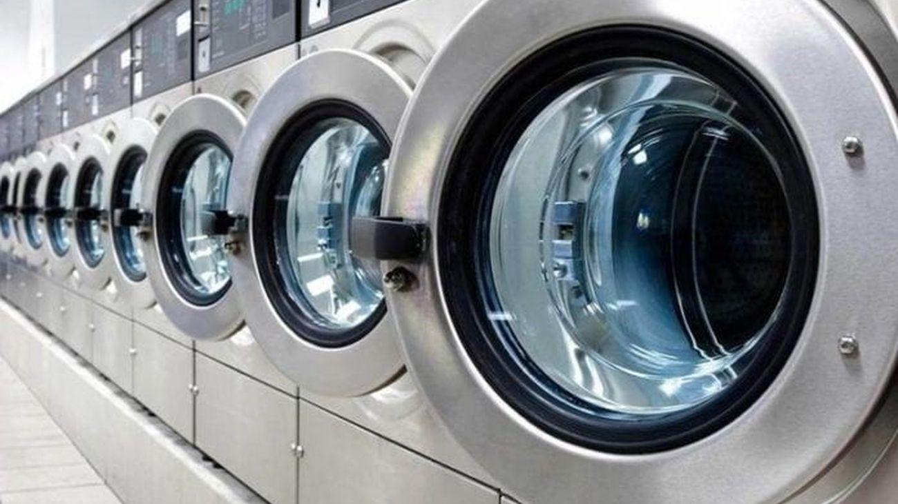 Máquinas de una lavandería autoservicio