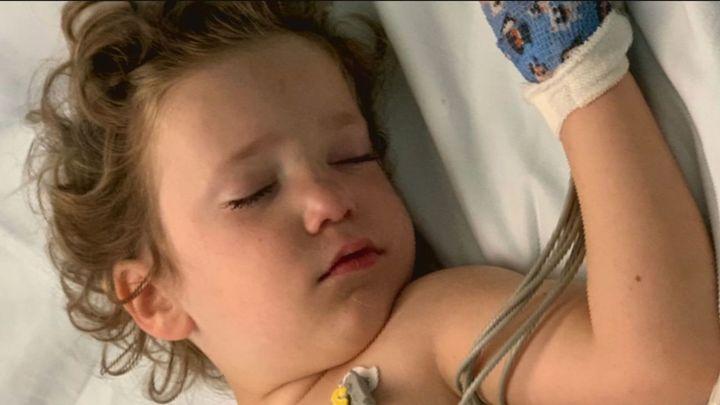 Álvaro, de 3 años, ingresó en el hospital en coma y muy grave pero ocurrió el milagro