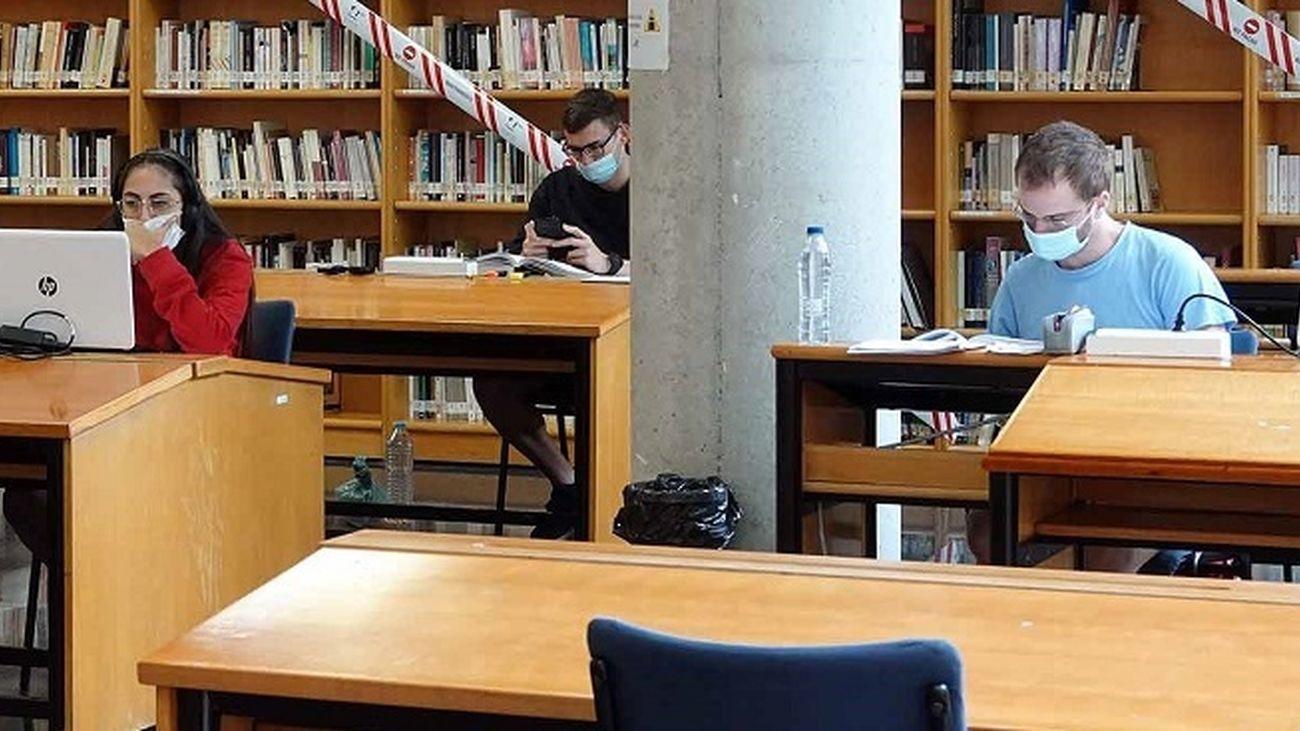 Las bibliotecas de los municipios de Madrid amplían horarios para preparar la EvAU