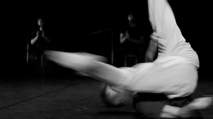 El bailarín Jesús Rubio actúa en Conde Duque con 'Acciones Sencillas', espectáculo de danza contemporánea