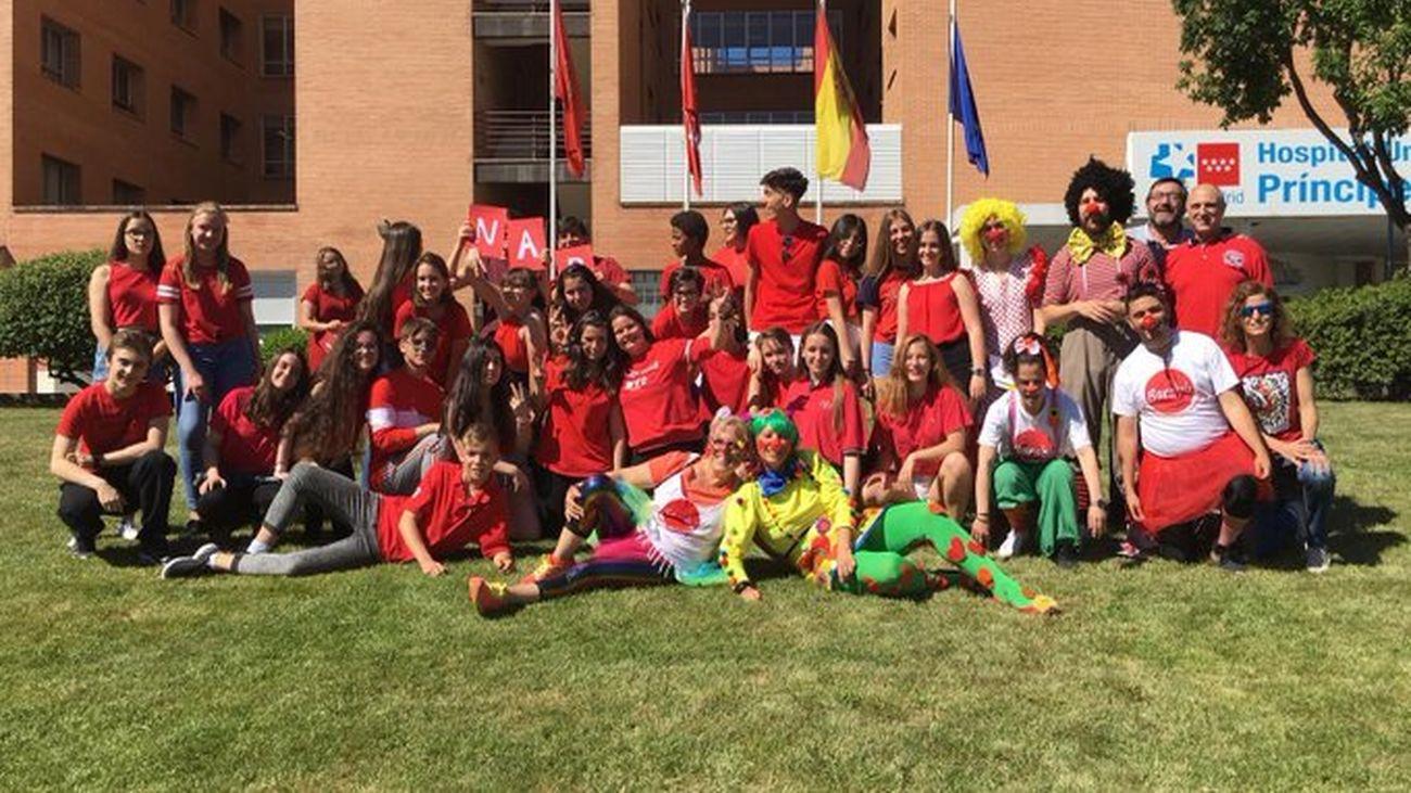 Alumnos del IES Cardenal Cisneros de Alcalá en una jornada de animación a la donación de sangre