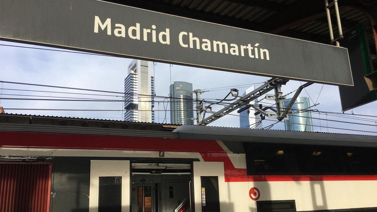Tren de Cercanías en la estación de Chamartín