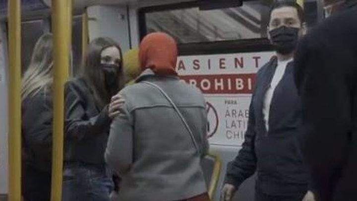 Piden prisión para el acusado de humillara una mujer que iba con hiyab en el metro de Madrid