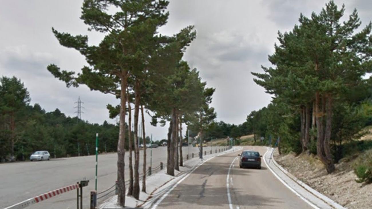 La carretera M604 en el tramo que atraviesa el Puerto de Cotos