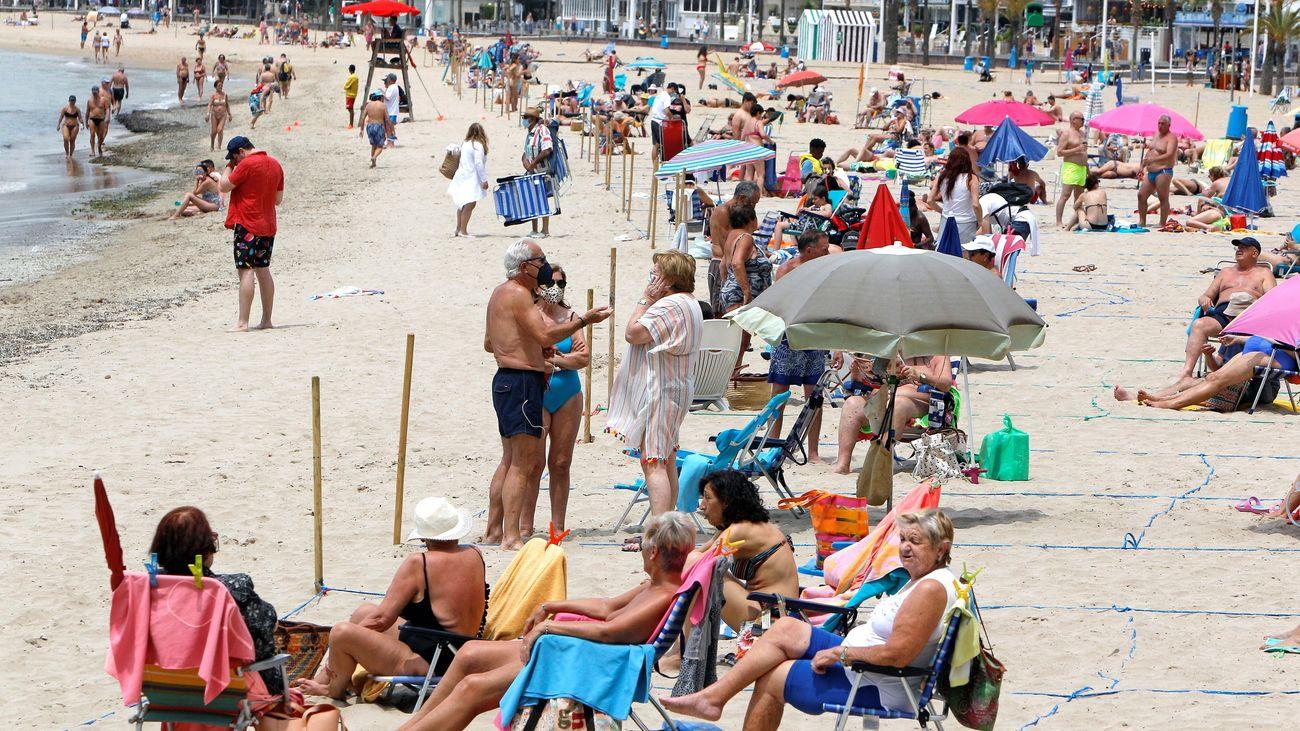 Golpe al turismo: Reino Unido deja fuera a España de su lista de destinos seguros