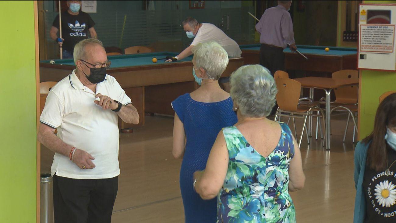 Primer baile en el centro de mayores de Fuenlabrada