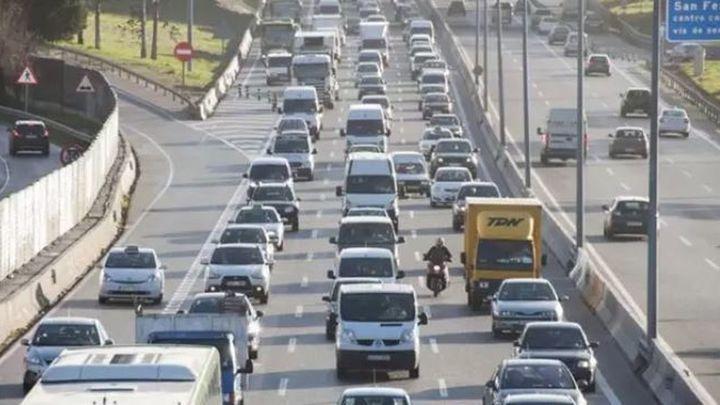 """Retenciones """"importantes"""" en la A-1 en sentido Madrid tras el accidente de un motorista a la altura de El Molar"""