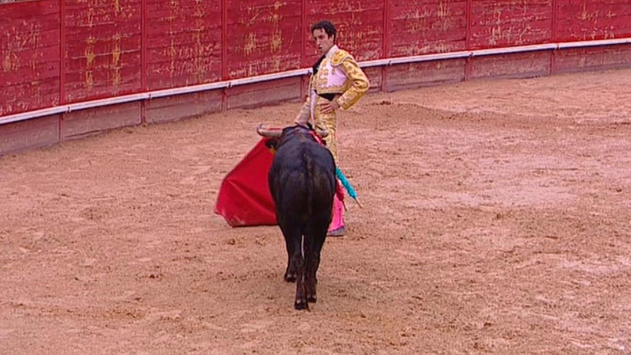 Miguel Aguilar corta cuatro orejas y sale a hombros junto a Curro de la Casa y Víctor Hernández en Trillo (parte 2)