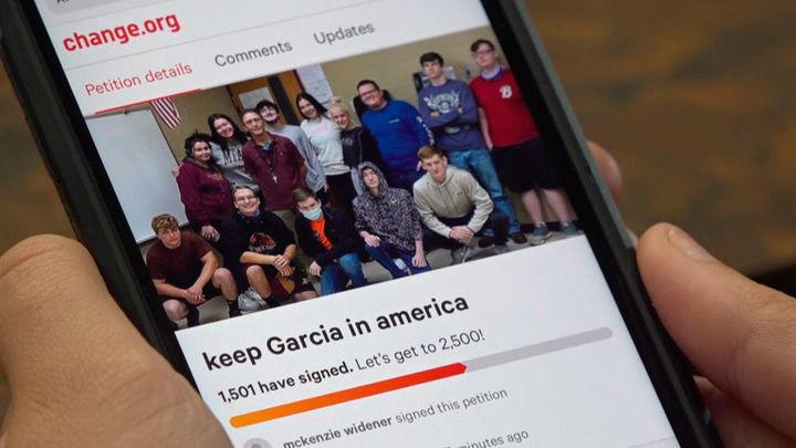 Un pequeño pueblo de Kentucky se moviliza para que su profesor, español, no sea deportado
