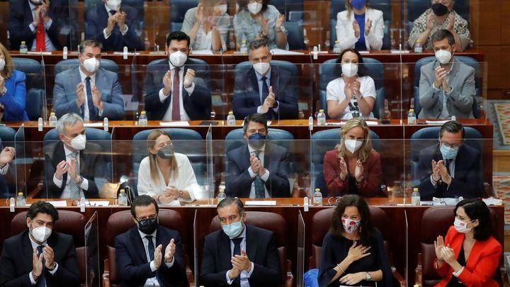 La Asamblea de Madrid echa a andar con Carballedo como presidenta y el acuerdo de Vox y PP para reducir diputados