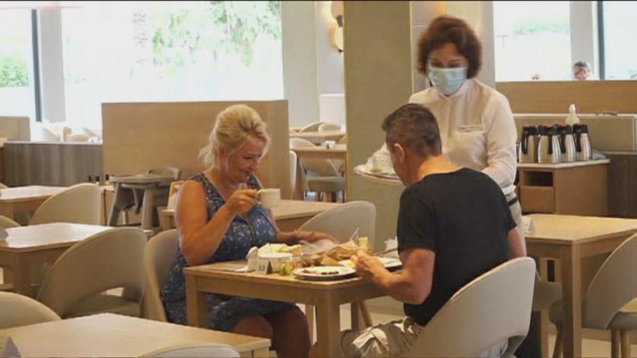 Aumentan las reservas en los hoteles madrileños y empiezan a llegar turistas extranjeros