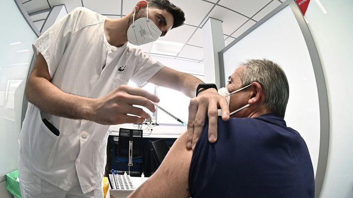 ¿Hay que vacunar ya sin franjas de edad?