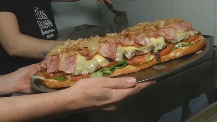 El reto de comerse una hamburguesa de casi tres kilos en menos de una hora