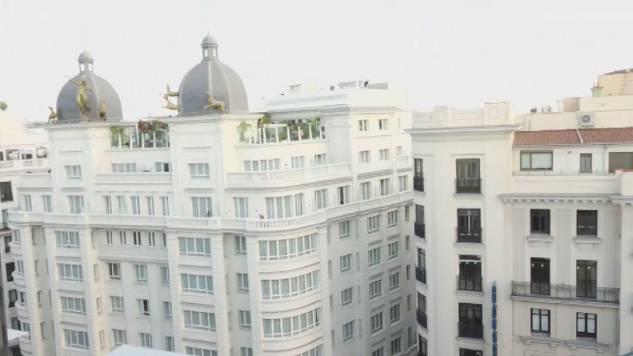 La nueva terraza de moda en la Gran Vía madrileña está inspirada en la Marina coruñesa