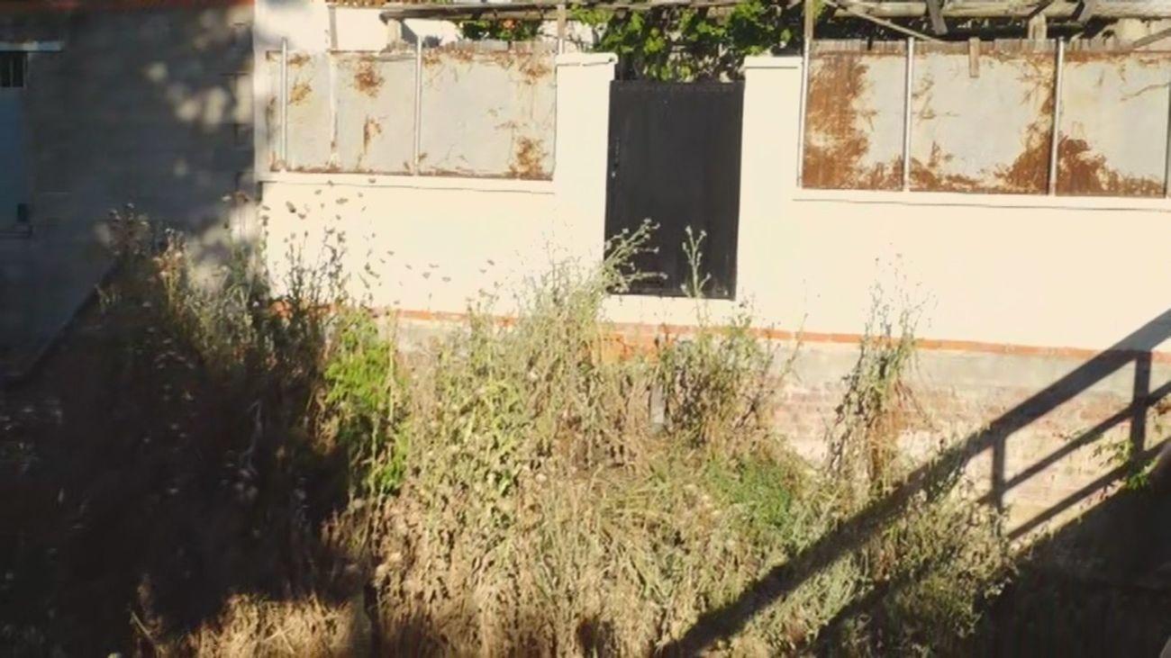 Vecinos de Arroyomolinos temen el derrumbe de sus casas por la crecida de un arroyo
