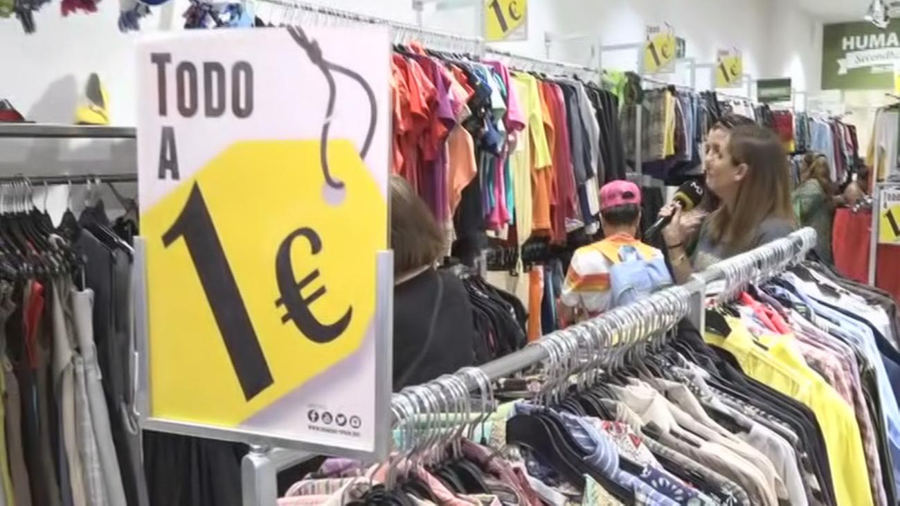 Las ventas de ropa cayeron casi a  la mitad en el 2020