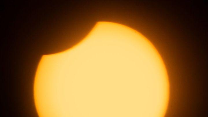 Así se ha visto el eclipse solar en Madrid