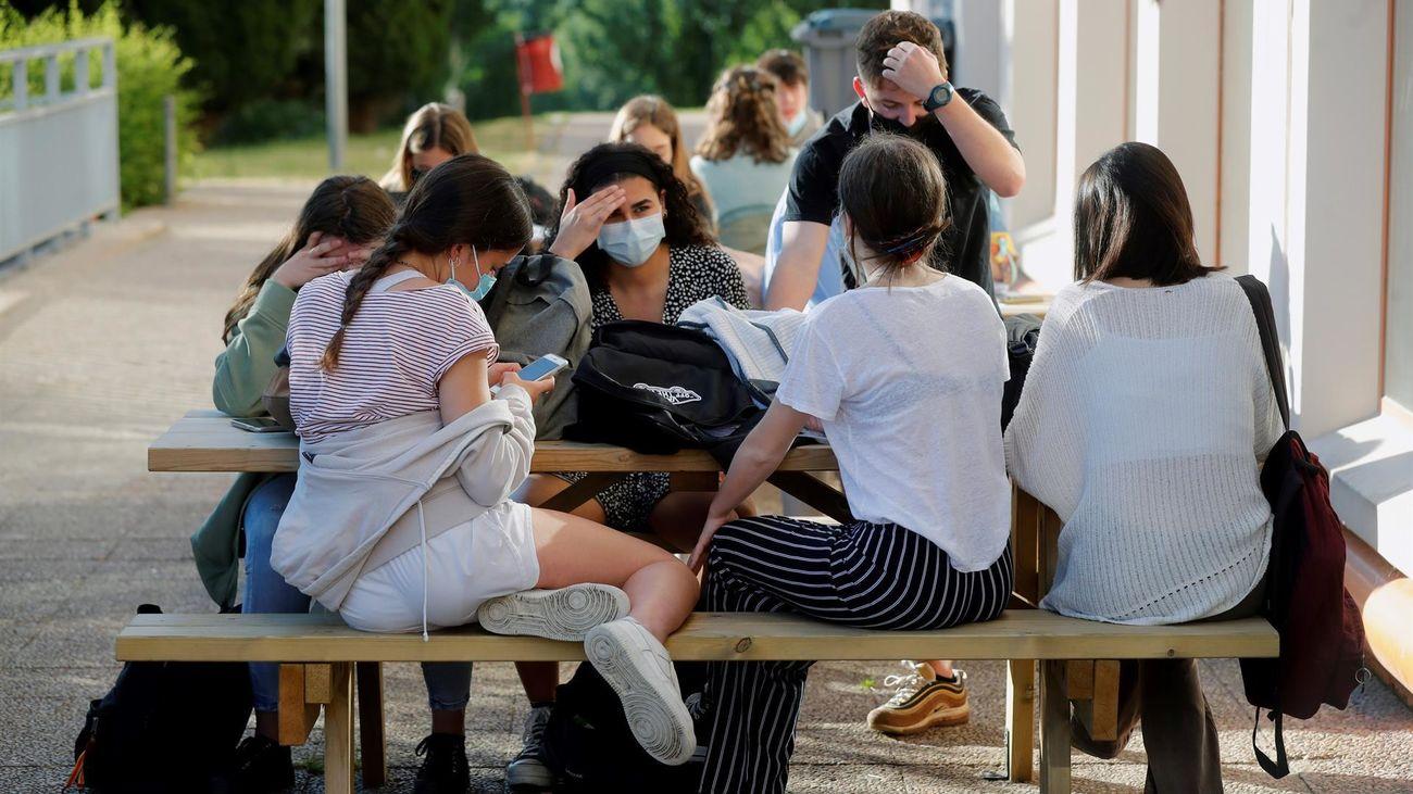 Estudiantes de Madrid antes del examen de la EvAU