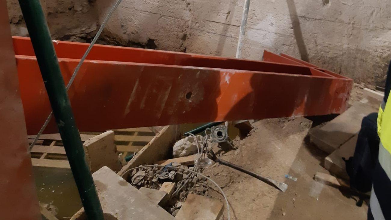 Viga de hierro que cayó encima de un obrero en Recoletos