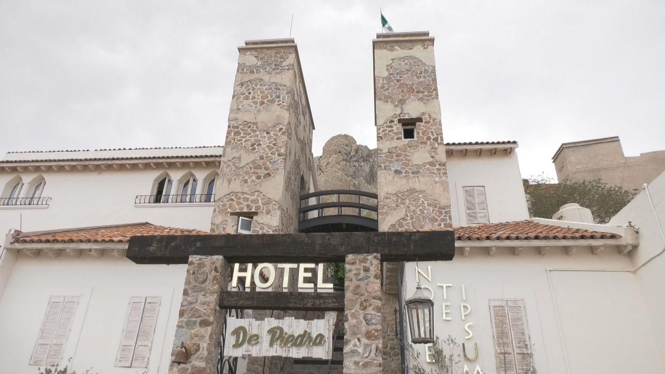 El Hotel de Piedra, a los pies de la Peña de Bernal