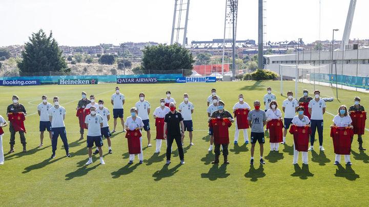 Y tras la polémica... Los jugadores de la Selección española reciben su vacuna
